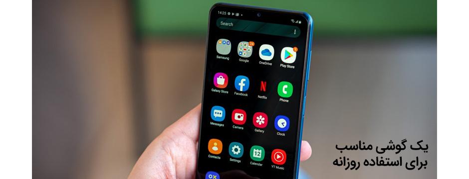 گوشی galaxy a12 در دست کاربر